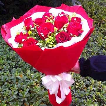 时刻想你/6枝玫瑰,2枝百合礼盒:11枝红玫瑰/念着你,想着你