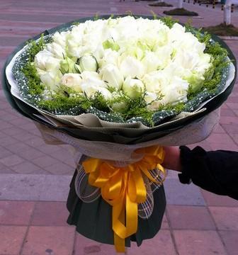 爱你一辈子/11枝粉玫瑰绣球:36枝白色玫瑰/心属于你