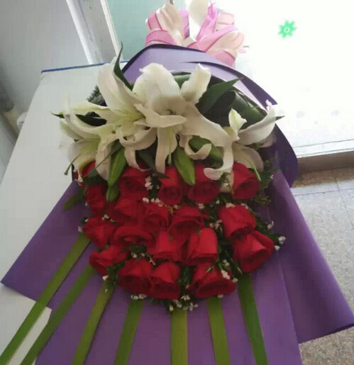 快乐爱你/40枝玫瑰:浪漫的世界/19枝红色玫瑰