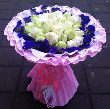 坚定而又执着的爱/19枝香槟玫瑰:25枝白色玫瑰/祝福你!