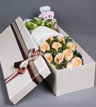 相依相伴/11枝盒装香槟玫瑰