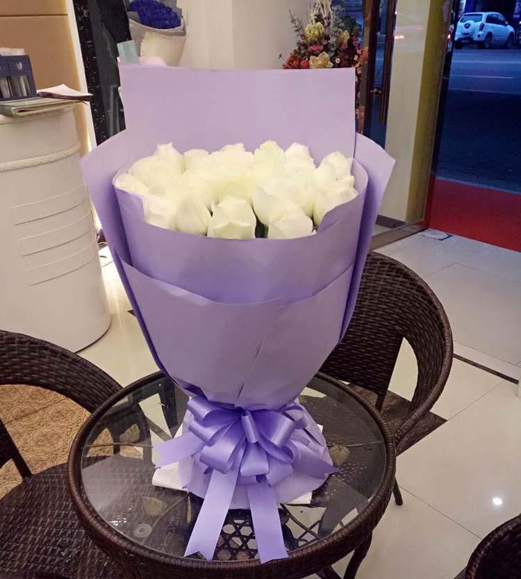 甜蜜的爱情港湾/99枝香槟玫瑰:醉了情意的相思/29枝白玫瑰