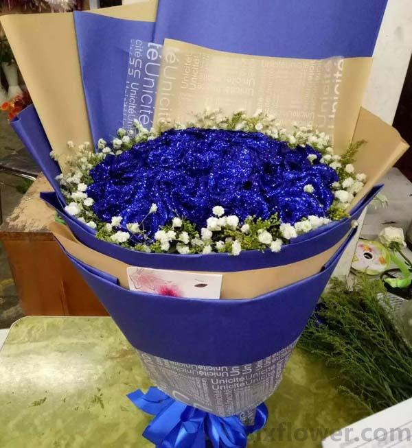 让我分享你的喜怒哀乐/19枝粉色玫瑰,3枝向日葵:29枝蓝色玫瑰/平静