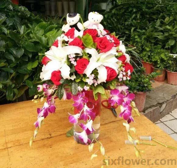 33枝红色玫瑰瓶插花/美丽的爱