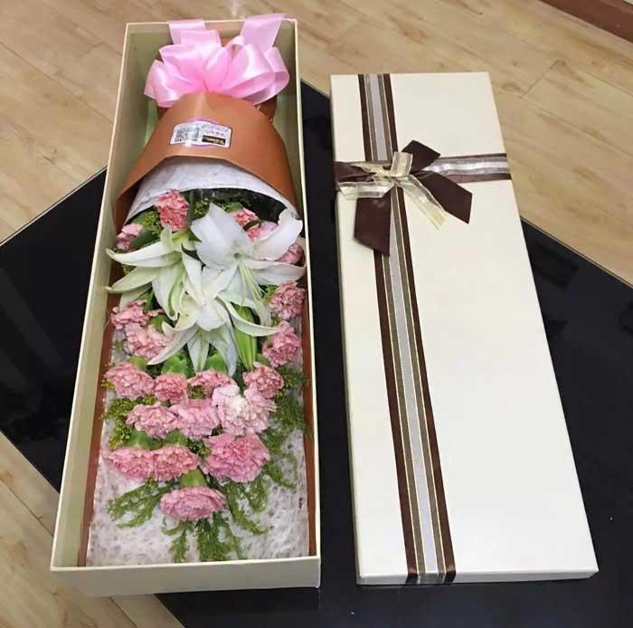 更加健康快乐/22枝粉色康乃馨