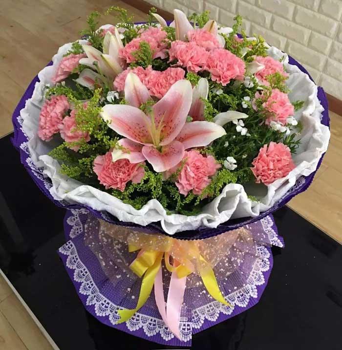 18枝粉色康乃馨/心灵深处的爱