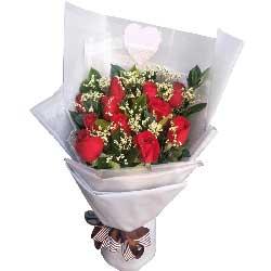 爱你无时无刻不在/18枝香槟玫瑰,9枝桔梗:有缘与你相识/11枝红色玫瑰