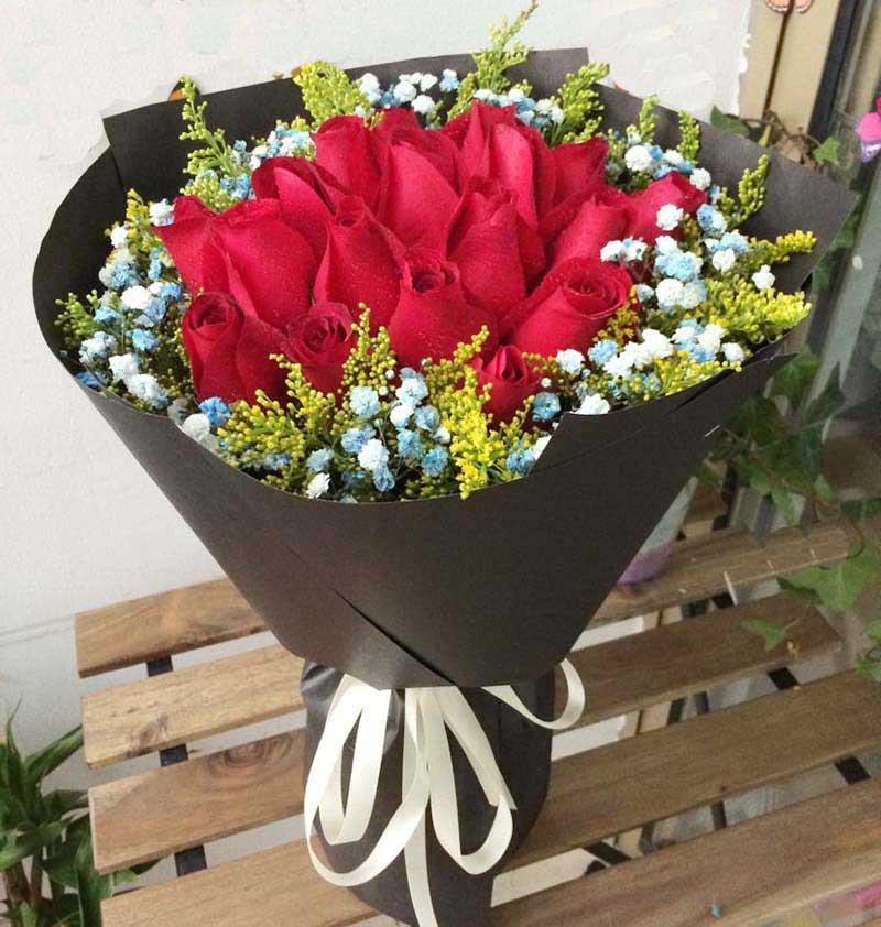 想你牵挂你/18枝红色玫瑰