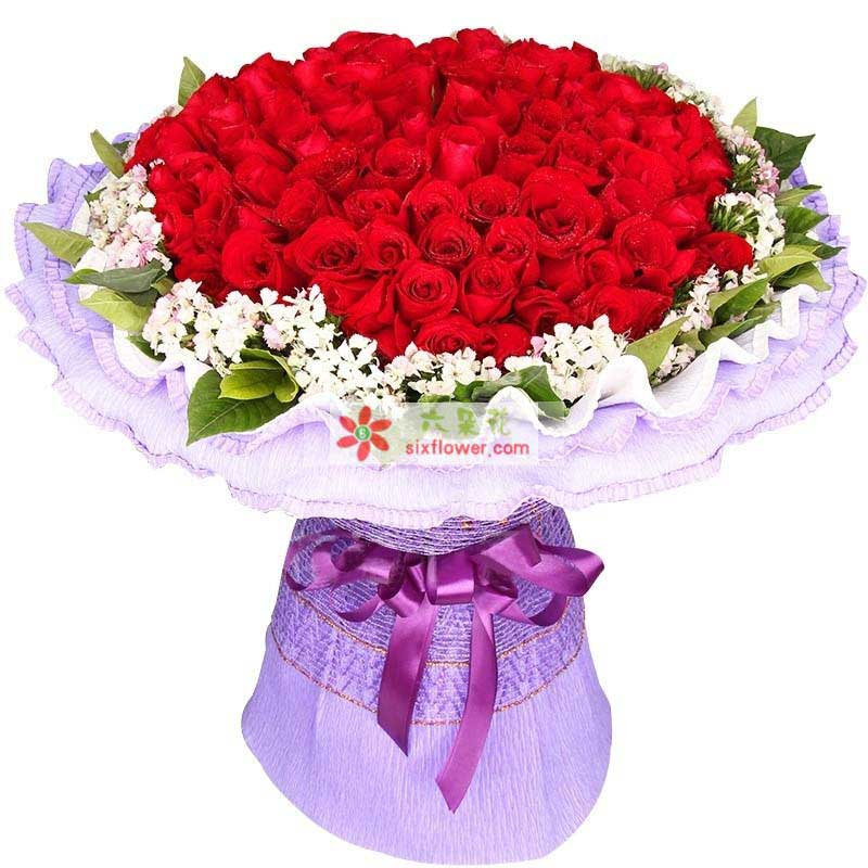 99枝极品昆明红玫瑰,搭配绿叶,相思梅点缀;
