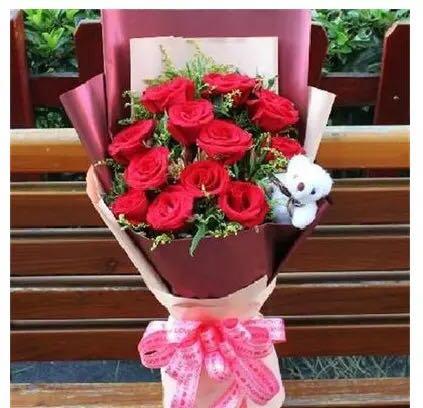 我只愿为你守着约/33枝红玫瑰:人生舞台上的唯一/12枝红色玫瑰