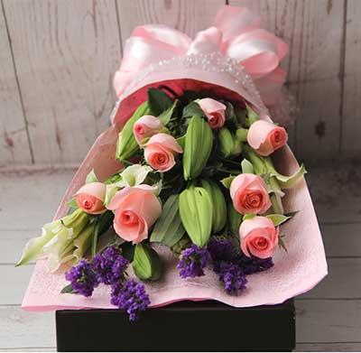 你是我的另一半/19枝粉色玫瑰礼盒:我的目标只有爱你/6枝百合玫瑰