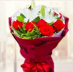 坚定而又执着的爱/19枝香槟玫瑰:无限的情意/11枝玫瑰+百合