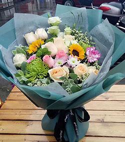 温婉如诗/16枝玫瑰:想一路陪着你,让你从此绚烂多彩/11枝玫瑰