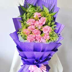 香槟玫瑰20枝/祝您身体健康,幸福永远!:康乃馨11枝/我爱您,永远永远!