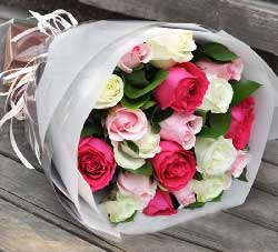 时刻想你/6枝玫瑰,2枝百合礼盒:19枝玫瑰/你是我的最爱,所以我用心装着