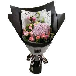 爱的光辉/33枝香槟玫瑰:欣赏精彩的人生风景/9枝粉色玫瑰,4枝粉色康乃馨