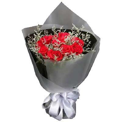 19枝红色玫瑰,情人草丰满;