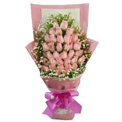 36枝粉色玫瑰,满天星、黄英周围点缀;
