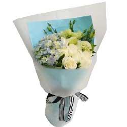 一生幸福无恙/11枝白色玫瑰,9枝桔梗,1个蓝色绣球花