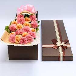 永远快乐/11枝粉色康乃馨礼盒