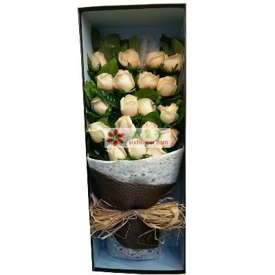 19枝香槟玫瑰,橛子叶丰满;