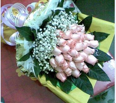 29枝粉玫瑰/温馨