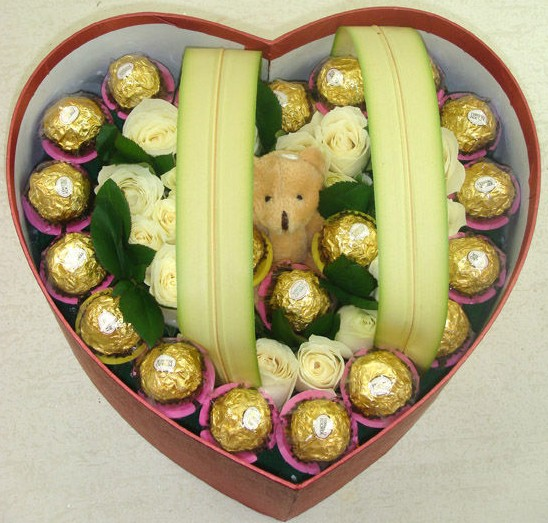 16支玫瑰巧克力,心在这里