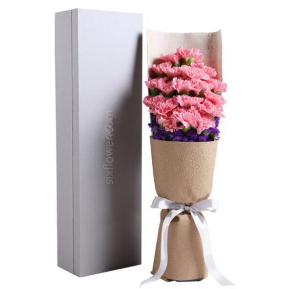 粉色康乃馨19枝,勿忘我适量;