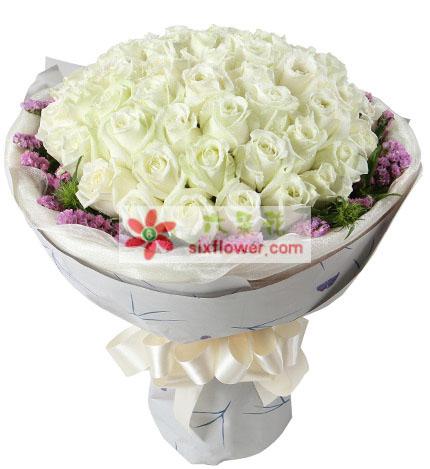 白玫瑰33枝,粉色勿忘我围绕