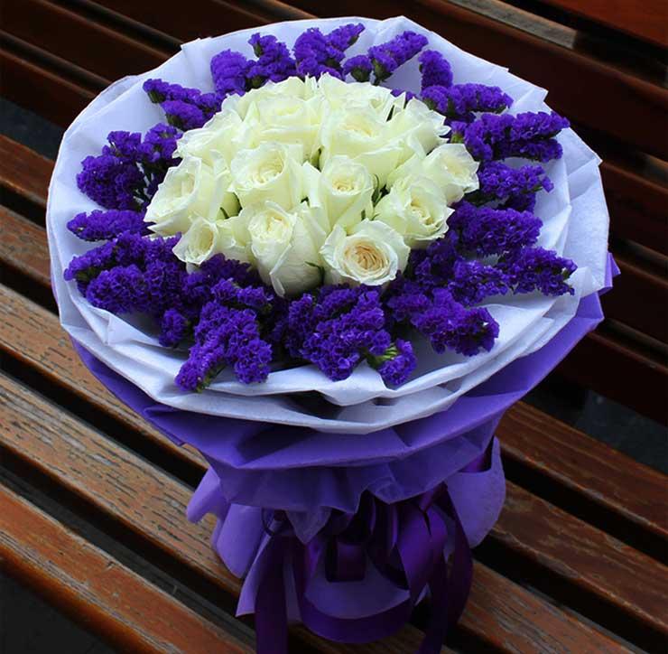 纯洁的爱/11枝白玫瑰