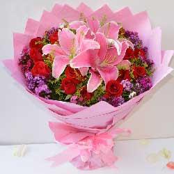 18支玫瑰百合/我时刻都在远方想着你祝福你