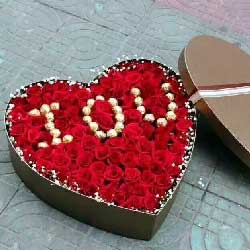 99枝玫瑰礼盒/巧克力爱心