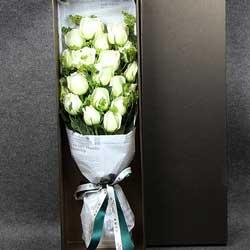 美丽永远伴随你/19支白玫瑰礼盒