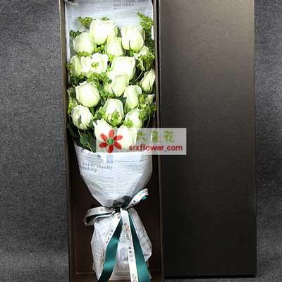美丽永远伴随你/19枝白玫瑰礼盒