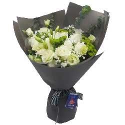 爱的甜蜜/9枝白色玫瑰,8枝桔梗点缀