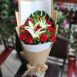 爱的堡垒/11枝红玫瑰2枝百合