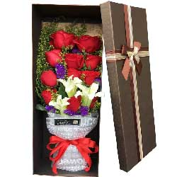 快乐享受我的爱意/11枝红色玫瑰百合礼盒