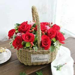 12朵红玫瑰,3朵粉色桔梗,我更想你