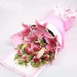 11朵粉色康乃馨百合,爱更伟大