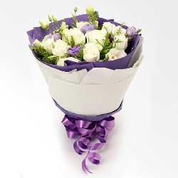 11朵白玫瑰,10朵桔梗,生活永远充满浪漫