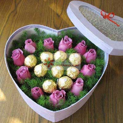 11朵紫玫瑰,9颗巧克力,礼盒装,情永永远远