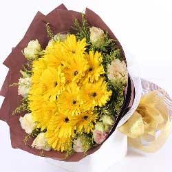 12朵黄色扶郎花,9朵香槟色桔梗花,坚韧的力量