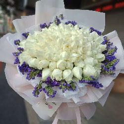 33朵白玫瑰,圆形花桶,捎去我的爱