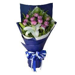 11朵紫色玫瑰,1支多头白色百合,跟你走遍天涯