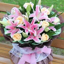 6支粉色多头百合,9朵香槟玫瑰,我要拥有你