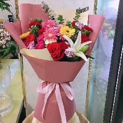 扶郎花11朵,红玫瑰1朵,康乃馨6朵,永远快乐健康
