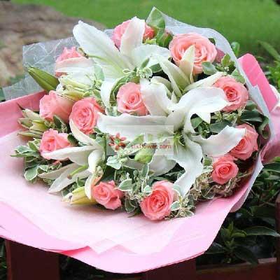 12朵戴安娜粉玫瑰,2支多头白色百合,思念与爱恋
