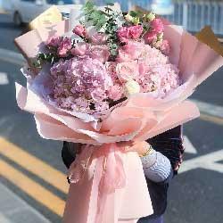 9朵戴安娜粉玫瑰,2朵粉色绣球花,甜蜜爱人