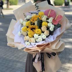 11朵香槟玫瑰,2朵向日葵,幸福一生