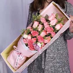 伟大无私的爱/11枝玫瑰康乃馨礼盒